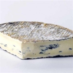 Picture of Cote Hill Blue (apx. 160g, £19 / kg)