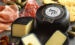 Picture of Black Bomber Extra Mature Cheddar (200g)